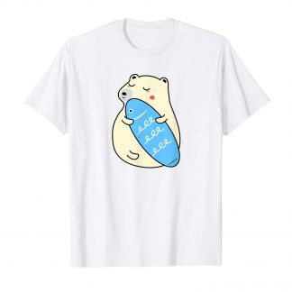 Der süße Eisbär mit Fisch Surfboard T Shirt, Kawaii Shop Deutschland
