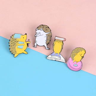 "Emaille Anstecker ""Die 4 Leben des Igels"" Hedgehog Enamel Pin Kawaii Shop Deutschland"
